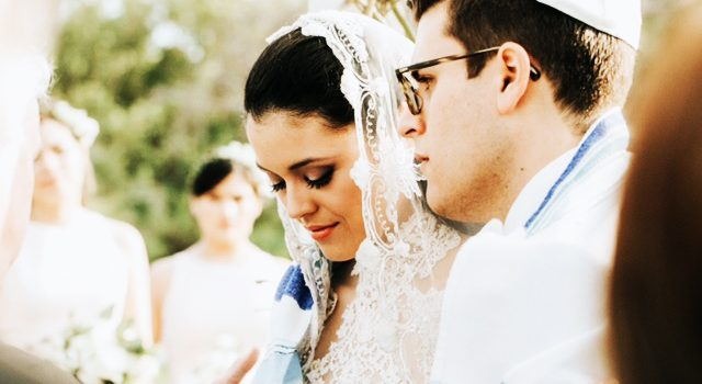 Planning a Jewish Wedding? Keep these Traditions in Mind…